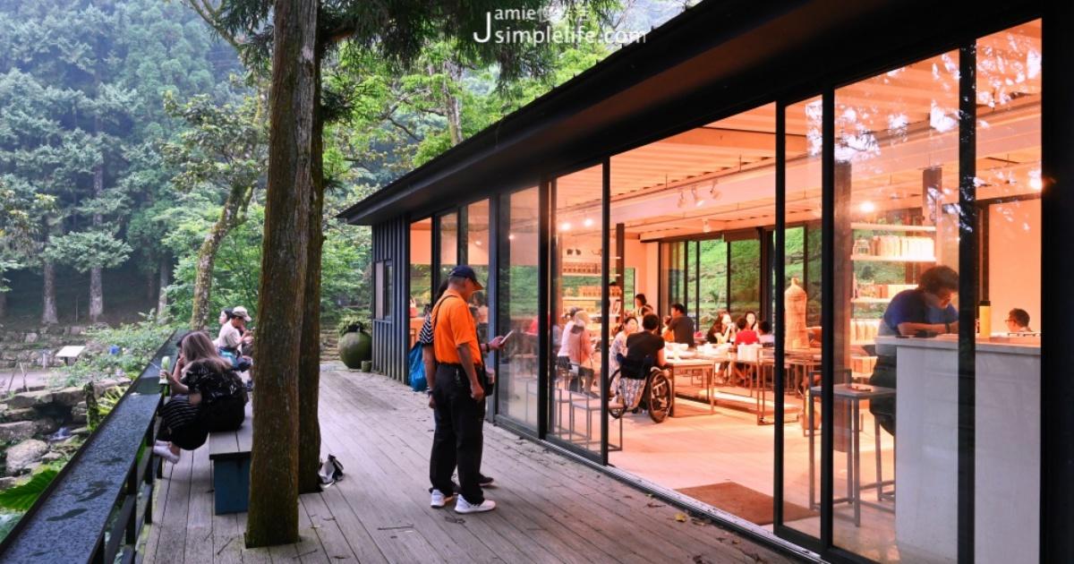 不晴也很美:坐在三峽,海拔700公尺咖啡屋飲茶,欣賞「熊空茶園」雲霧繚繞的浪漫
